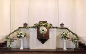 Flowers on Pulpit1